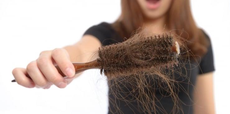 Co na wypadanie włosów? Naturalne sposoby