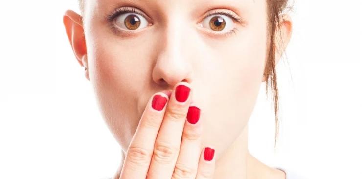 Co najbardziej niszczy paznokcie?