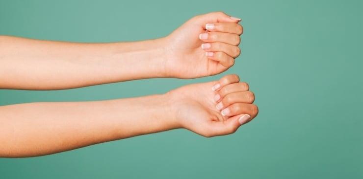 Jaki jest najlepszy sposób na rozdwojone paznokcie?