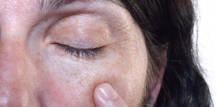 Młoda na dłużej – czyli jak spowolnić proces starzenia się skóry
