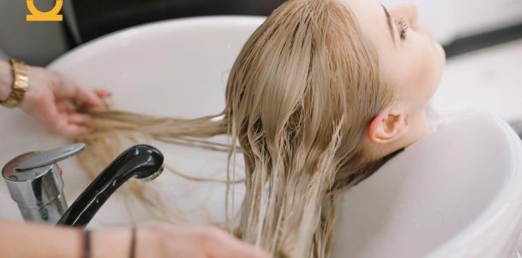 Przyczyny wypadania włosów - jak sobie z nimi radzić?